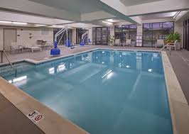 hotels river or hton inn hotel in river or amenities