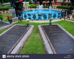 graceland is a mansion in memphis tennessee and was home to elvis