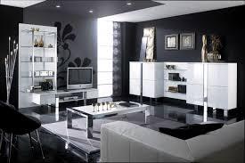 Wohnzimmer Ideen Wandgestaltung Grau Wohnzimmer Mit Streifen Schwarz Wei Grau Minimalist Ideen