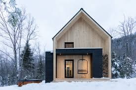 Cool Canadian Cabin Ditches Logs For Sleek White Cedar Curbed Ski