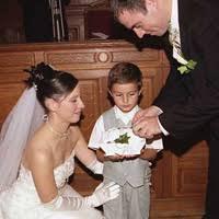 le site du mariage alliances bijoux la mission du petit page apporter les