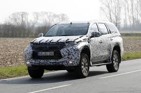2016 mitsubishi pajero montero spied most likely coming to north