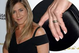 aniston wedding ring aniston flashes wedding ring as she makes