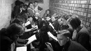 10 snapshots of british schoolchildren during world war ii
