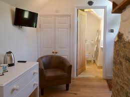 apple cottage ref ukc674 in launceston cornwall welcomecottages