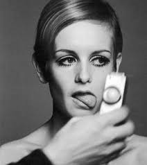 twiggy hairstyle hair icon hairstyles mag