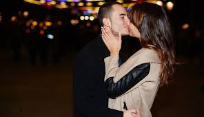 Blind Date Etiquette Kissing On The First Date Is That A Yes Or A No