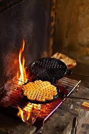feu de cuisine dans la cuisine de livre cuisiner avec le feu