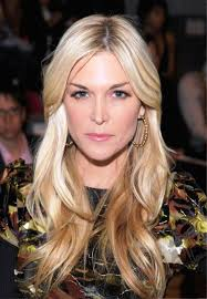 shoulder length hairstyle layers worn silky blonde hair