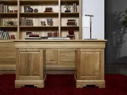 bureau en bois massif bureau ministre 9 tiroirs en chêne massif de style louis philippe