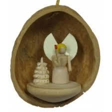 walnut shell hanging engel
