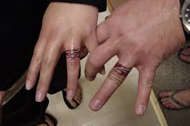 truly awesome ring finger tattoo design photos pictures and