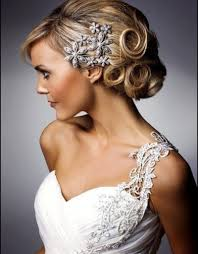 bride hairstyle with veil wedding hairstyle crown veil long