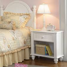 White Cottage Bedroom Furniture Sets What Color Goes With Off White Bedroom Furniture The Lighter