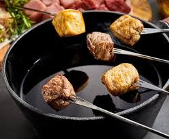cuisiner viande à fondue fondue poulet et boeuf recette de fondue poulet et boeuf marmiton