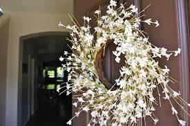 door wreaths pretty dubs how to hang a door wreath without nails