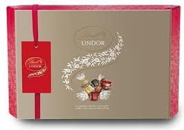 lindt lindor christmas chocolate gift box amazon co uk grocery