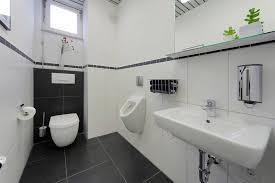putz für badezimmer modern badezimmer halbhoch fliesen gästetoilette mit und putz