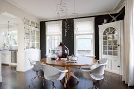 ModernrounddiningtableDiningRoomMidcenturywitharearug - Designer round dining table