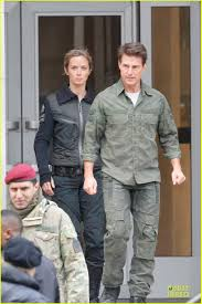 Tom Cruise Mansion by Tom Cruise U0027all You Need Is Kill U0027 Set With Emily Blunt Photo
