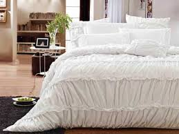 Queen Comforter On King Bed Bedroom Best 25 King Bed Linen Ideas On Pinterest Diy Sets For