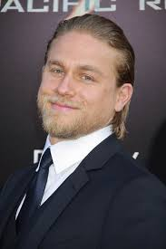 how to get thecharlie hunnam haircut celebrity man s slicked back hairstyle