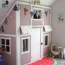 kinderzimmer renovieren diy ein hausbett im kinderzimmer chellisrainbowroom
