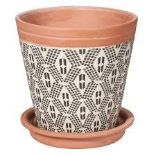 vaisselle en terre cuite cache pot en terre cuite à motifs h14 maisons du monde
