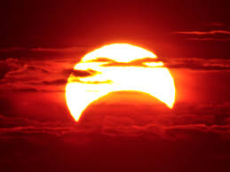 Can You Go Blind By Looking At The Sun Solar Eclipse 2017 Simple Safe Ways To See The Moon Block The