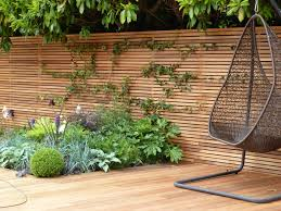 modern horizontal plywood fence for backyard design feature