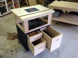 Building A Router Table by Raymond U0027s New Router Table The Wood Whisperer