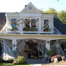 Awesome Outdoor Halloween Decorations by Friday Favorite Halloween Homes Kristywicks Com