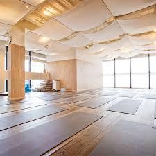 imagenes estudios yoga yoga studio yoga studios pinterest salas de meditación