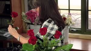 How To Make Roses Live Longer In A Vase Diana Ryan How To Arrange A Dozen Roses Youtube
