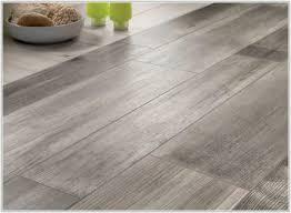 Laminate Flooring That Looks Like Wood Grey Tile Looks Like Wood Tiles Home Decorating Ideas 7v2a3zjxjz