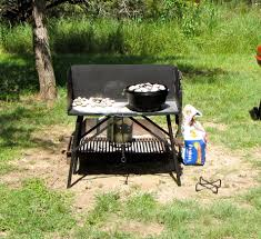 lodge dutch oven table lodge a5 7 c dutch oven cooking table review armadillo times