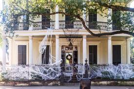 Decorated Homes For Halloween A Complete Ghoul U0027s Guide To Halloween In New Orleans Momondo