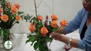 How Much Is A Dozen Roses How To Arrange A Dozen Rose Vase Simple Youtube