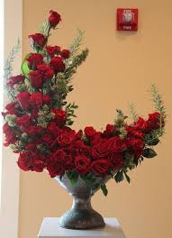 bouquet of roses crescent shaped bouquet of roses pictures photos and images for
