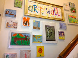 kids art wall using cheap plastic frames that we used to change