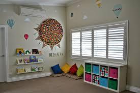 chambre enfant rangement rangement salle de jeux enfant 50 idées astucieuses playrooms