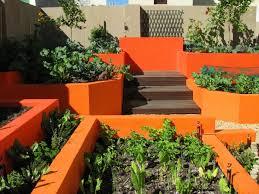 Urban Veggie Garden - edible landscaping ideas design an urban vegetable garden