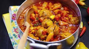 cuisiner saucisse de toulouse recette rougail aux saucisses ile de la réunion recettes les