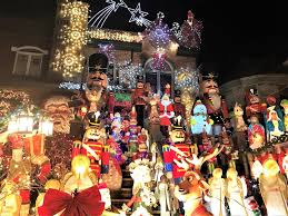 must see extravagant christmas lights in dyker heights