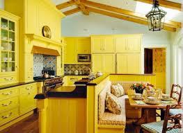 meuble cuisine jaune cuisine noir et jaune gallery of meuble cuisine couleur acajou