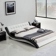 lit 罌 eau avec une structure design