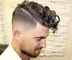 coupe de cheveux homme fris coiffure homme cheveux frisés photo de coiffure bio coupe de