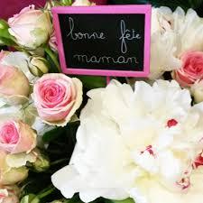 composition florale avec des roses célébrons la fête des mères avec des fleurs fleuriste bordeaux