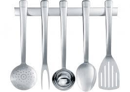 necessaire de cuisine les ustensiles de cuisine apportés par le chef cuisinier lorsqu il s