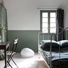 chambre vert kaki des idées fortes pour une chambre originale côté maison